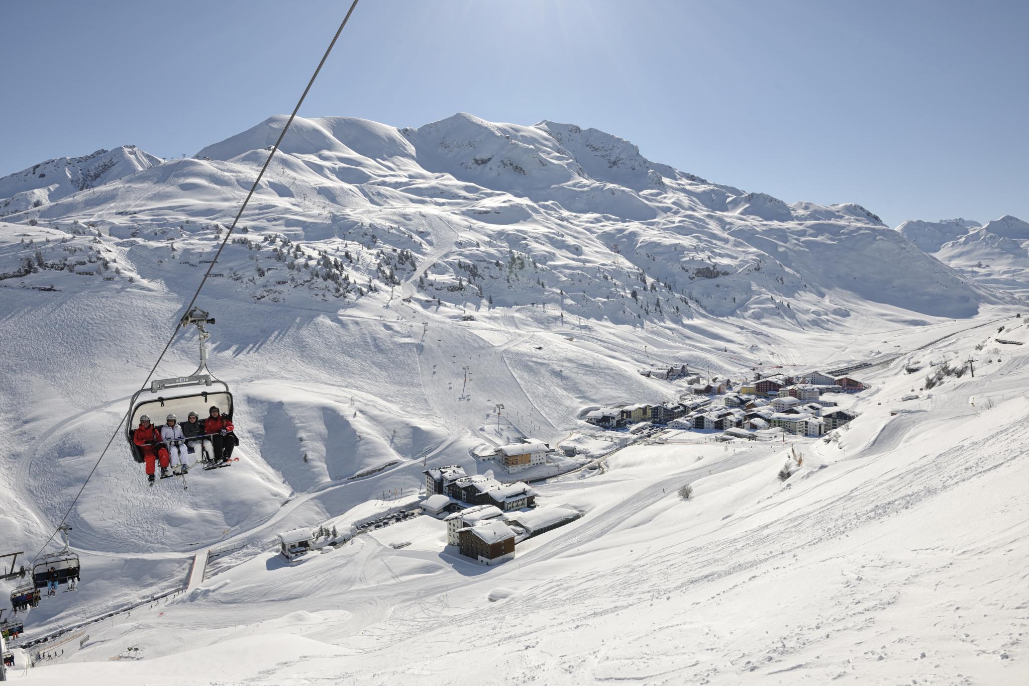 Skifahrer im Lift