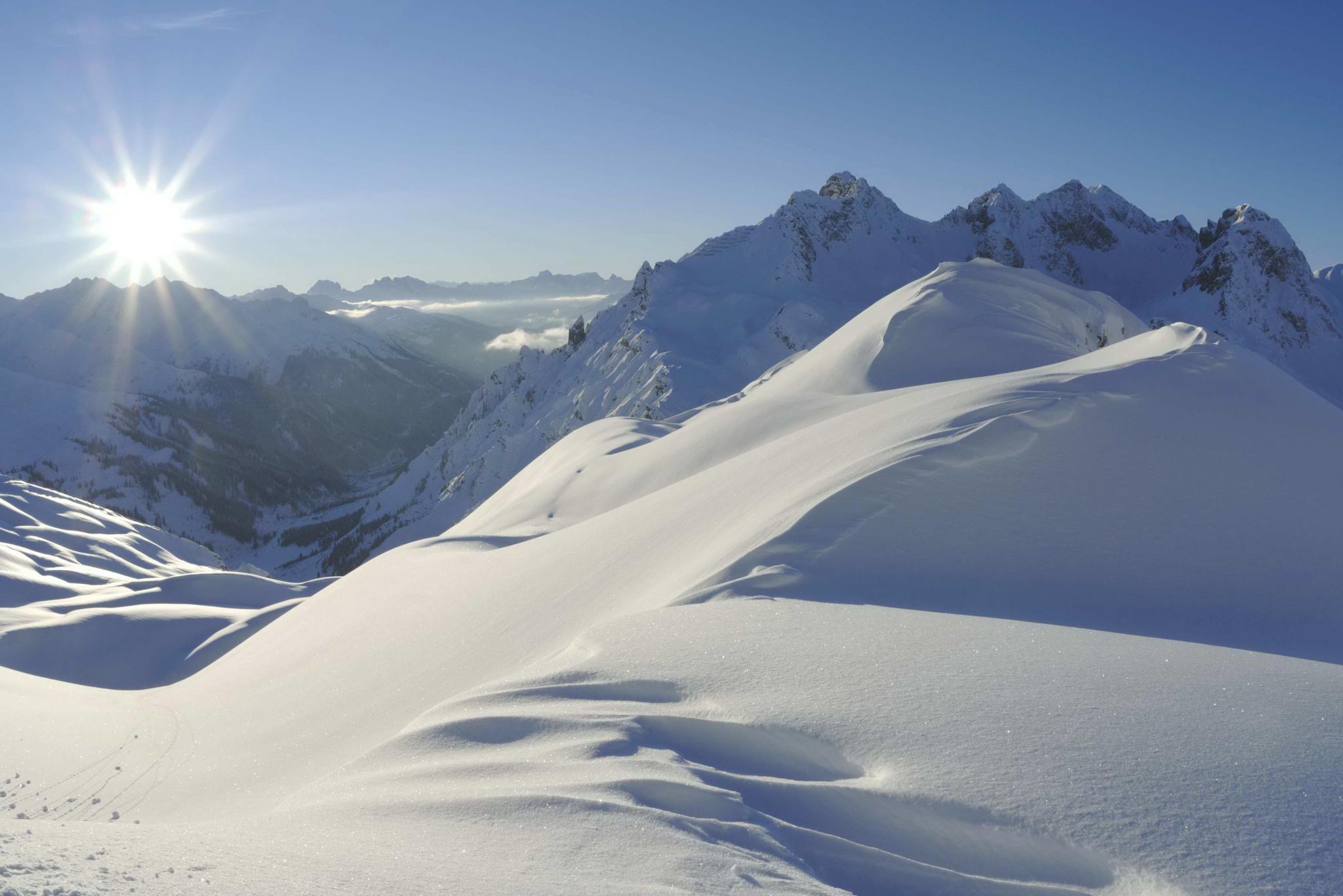 Sonne hinter den Bergen Region Zürs Lech