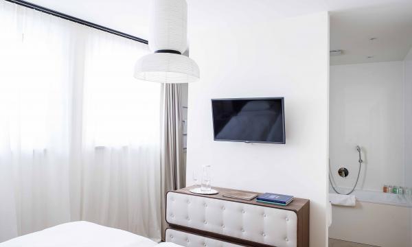 Appartment 03 - Schlafzimmer mit Blick Richtung Bad